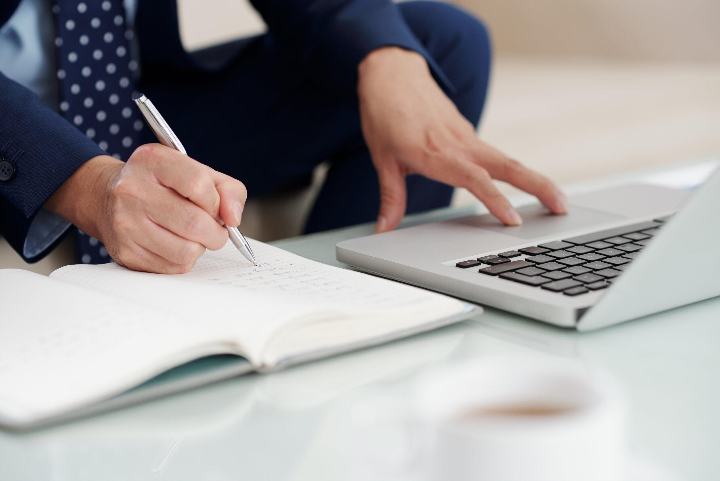 entrepreneur-taking-notes-48YC9F4.jpg