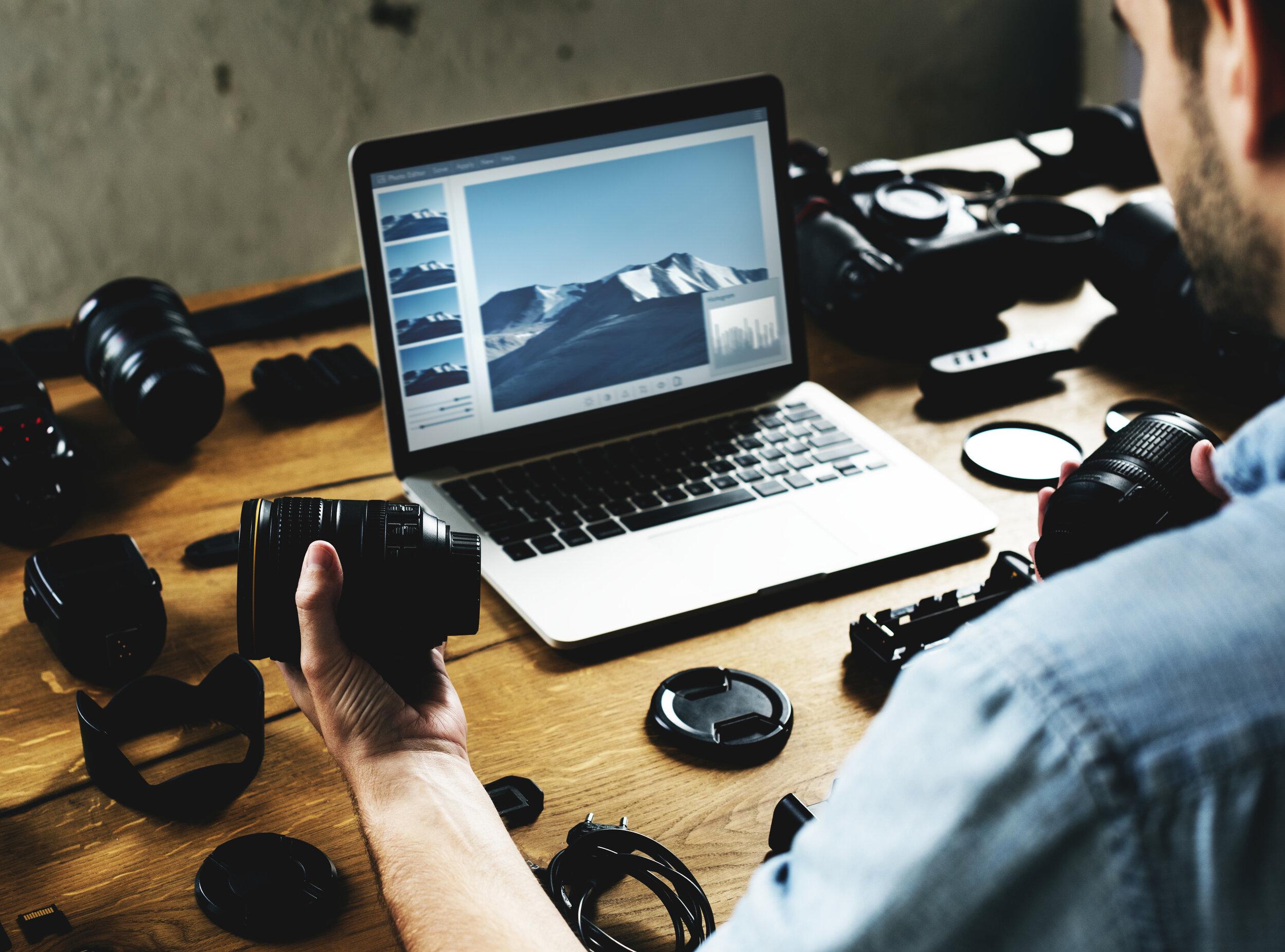 photographer-with-camera-equipment-PKJAKQG.jpg