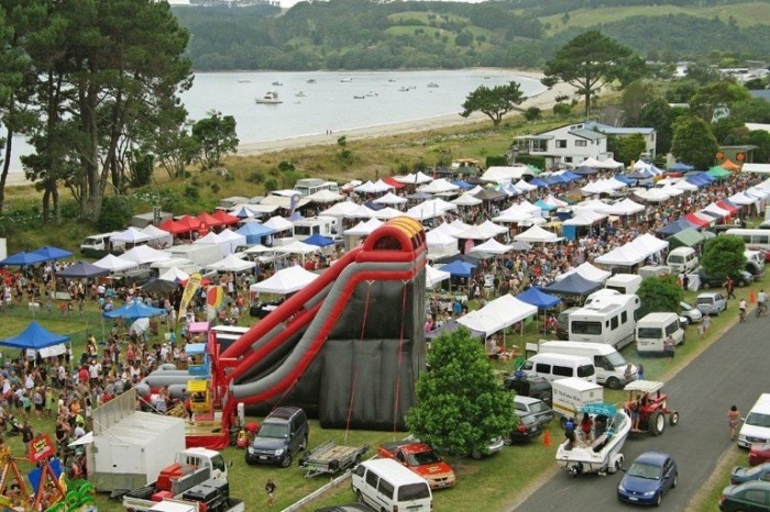 - The Cooks Beach Summer Gala is a fundraiser for Whenuakite School held on 4 January at the Cooks Beach Reserve.Activities include the Daisy Dung Drop, bottle toss, rides, music, entertainment and over 100 stalls.