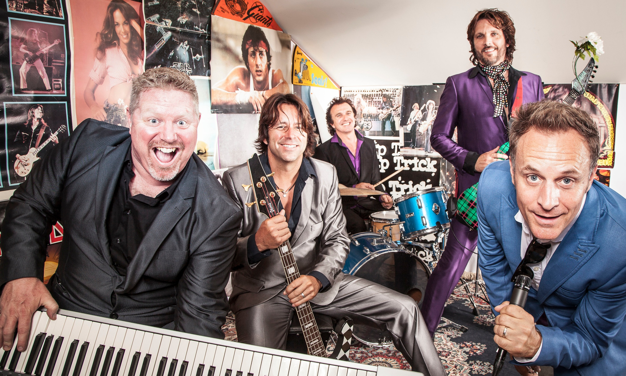 wonder bread 5 - Wonder Bread 5 delivers high energy rock and dance hits that keep you on your feet. Five dynamic performers stage a show sure to get you dancing in the street with infectious hits from the 60's to today.