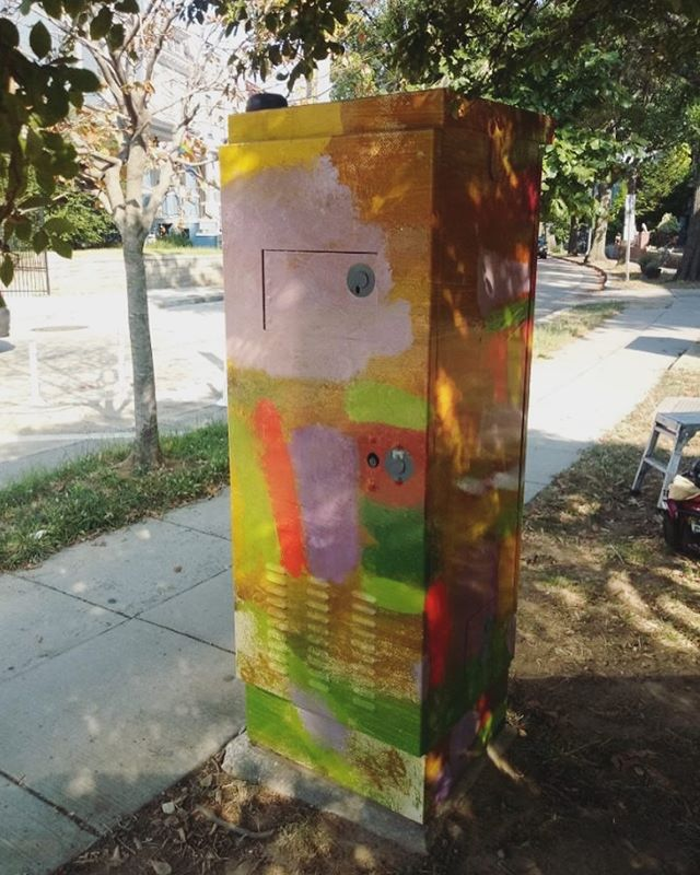 One of 4 cabinets featuring the artwork of Earle Pilgrim! Join the @laempaf for an event celebrating art, culture and storytelling on Oct. 19! . . . #graffitiresistant #graffitiresistantvinylwrap #localart #citybeautification #abstractart #washingtondc