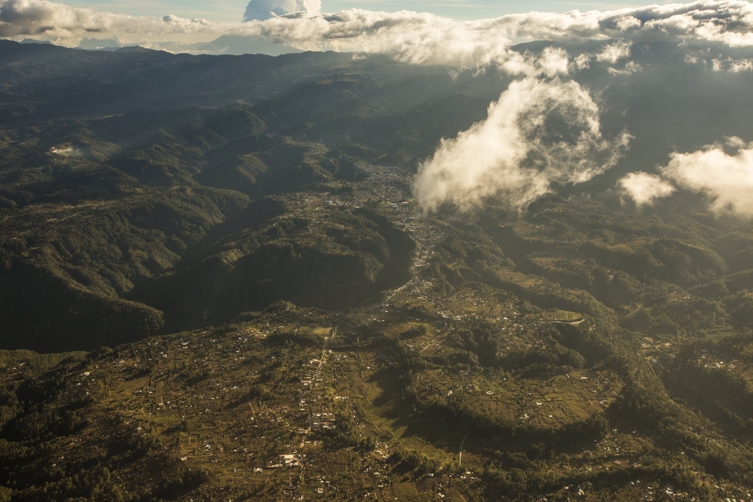 Aerial view of the Quiché region in the Guatemalan highlands. Photograph by © José Manuel del Busto Miralbés.