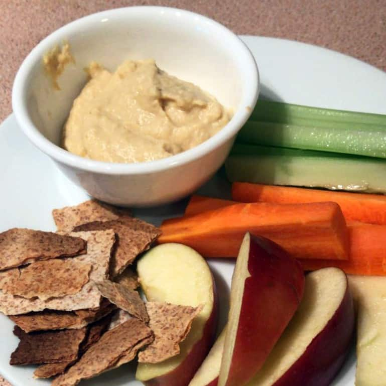 hummus-dip-with-veggies-and-apple