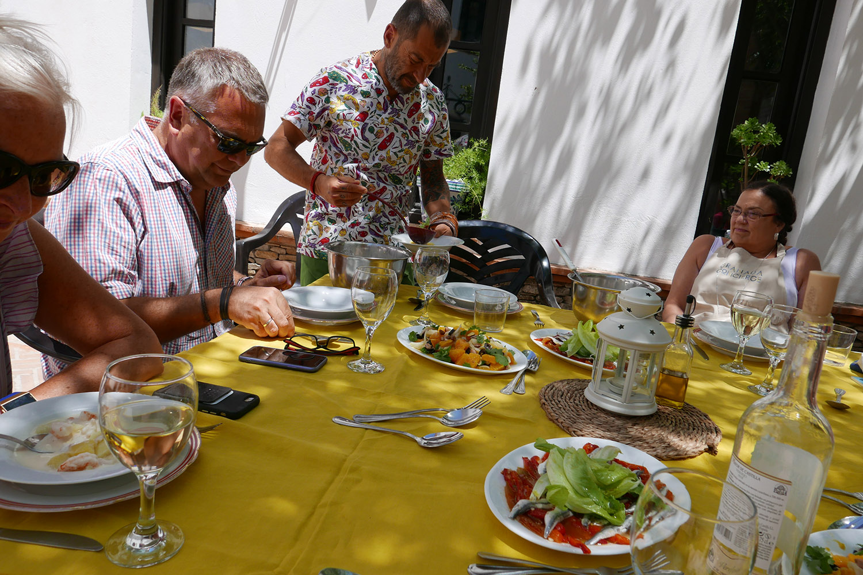 GC_Cookery_courtyard lunch5.jpg