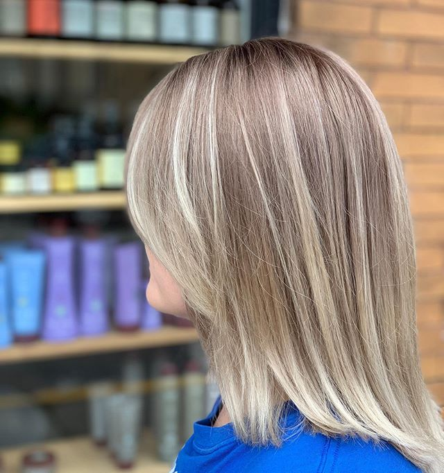 Tired of maintaining the grow out on your platinum blonde? Put a shadow root on it. 💁🏻‍♀️