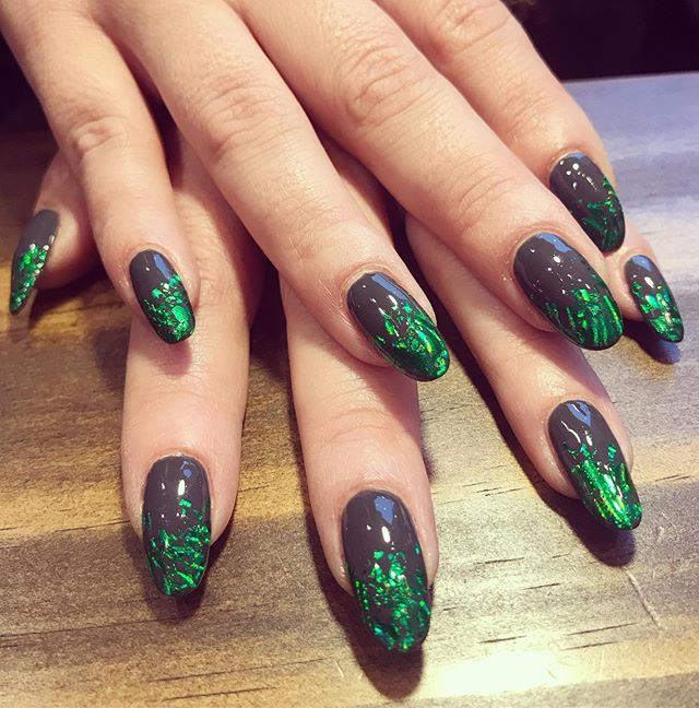 Spooky season swampy/poison nails for @thenewkittylou 🧪🐊 #cnd #cndworld #cndshellac #nails #nailart #nailfoil #midwestbeautyhouse #madisonwi #betterbeautyculture