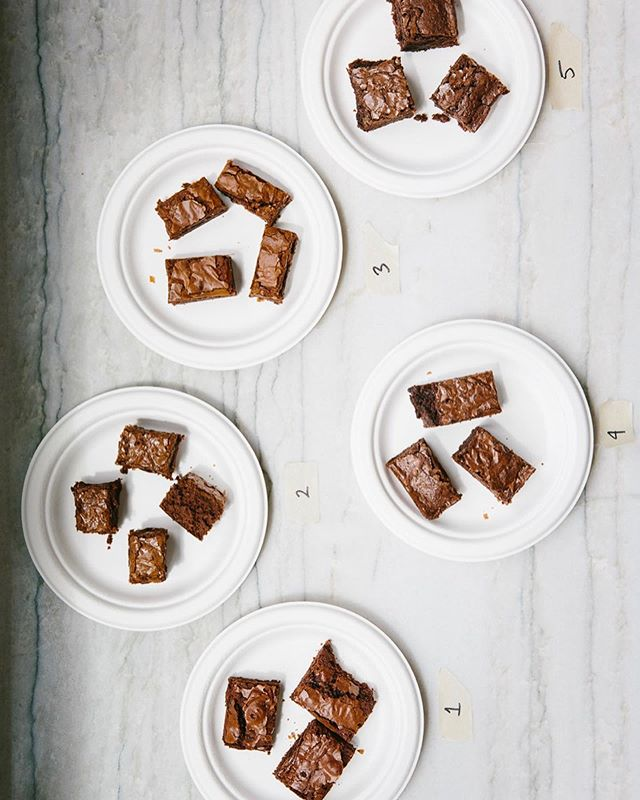 A very serious taste testing situation went down while I was in Brooklyn a couple weeks ago with @cupofjo whose blog soothes and uplifts my sometimes heavy heart with the good-ass, joy-filled, empowering content she shares there. Exhibit A: The Boxed Brownie Taste Test (1 of 5 testings so far), and I got to play judge for this one. I haven't eaten brownies from a box since I was a little girl but was not about to pass up an invitation to share in an afternoon of nostalgia + content creation against a Barefoot Contessa-ish backdrop. Because those are a few of my favorite things.🤗Check cupofjo.com to see which box I crowned queen👌🏾☝🏾🙌🏾💅🏾💅🏾👑👑👑 . 📷 by @christineshoots ✏️ by @dinneralovestory . . #foodwinewomen #chocolate #brownies #tastetest #childhoodmemories #feedfeed #thekitchn #mywilliamsonoma #foodandwine #foodblogfeed #epicurious #healthyish #f52grams #eatprettythings#inmykitchn #insomeoneelseskitchen #feedyourhappy