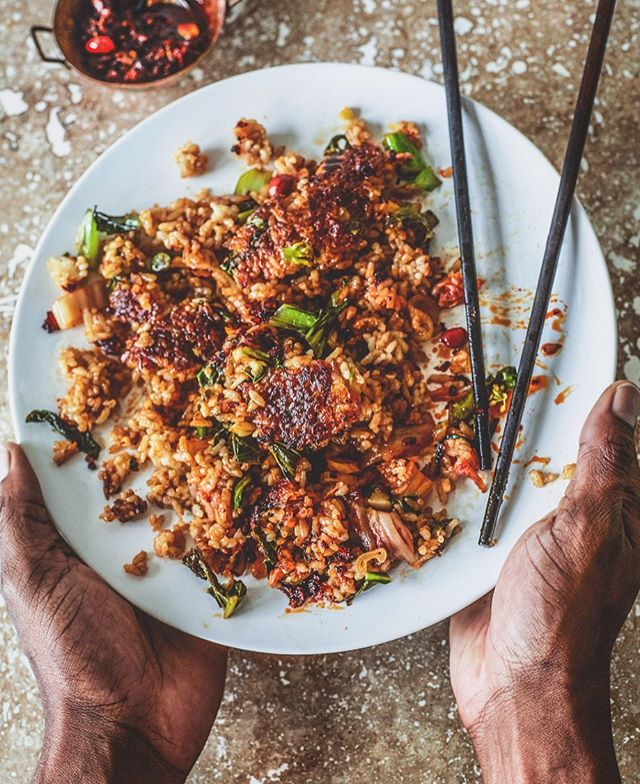 Stopped myself 2 bites in to shoot and share, unplanned and unstyled and all, because, THIS!!! Crunchy-Bottom Vegetable Kimchi Fried Rice!!! ✨I vow to eat you for lunch everyday this week. 🙏🏾Just a couple cups of cooked Japanese short-grain rice, a good nonstick or well-lubed skillet, some basic fried rice-making skills, and a little patience to produce the most irresistible sticky/crunchy underbelly ☝🏾Oh and lots of kimchi and greens and garlic and ginger.... and the sauce, can't forget the sauce And the fried chil oil! That's 🔑🔑 too✨✨ The blog is currently getting a makeover (we're working on getting it back up in a couple weeks for you) otherwise this recipe would be there. In the meantime, check my steamy stories!! Happy almost Friday!! 🤗💓💓 . . #foodwinewomen #easyweeknightmeals #eattheworld #imsomartha #feedfeed #thekitchn #mywilliamsonoma #foodandwine #friedrice #realsimple #bareaders #foodblogfeed #epicurious #healthyish #f52grams #eatprettythings #inmykitchn #feedyourhappy #tbt #theartofslowliving