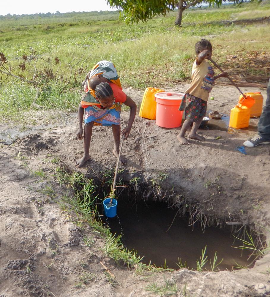 little girl heping mom fetch water-5705.jpg