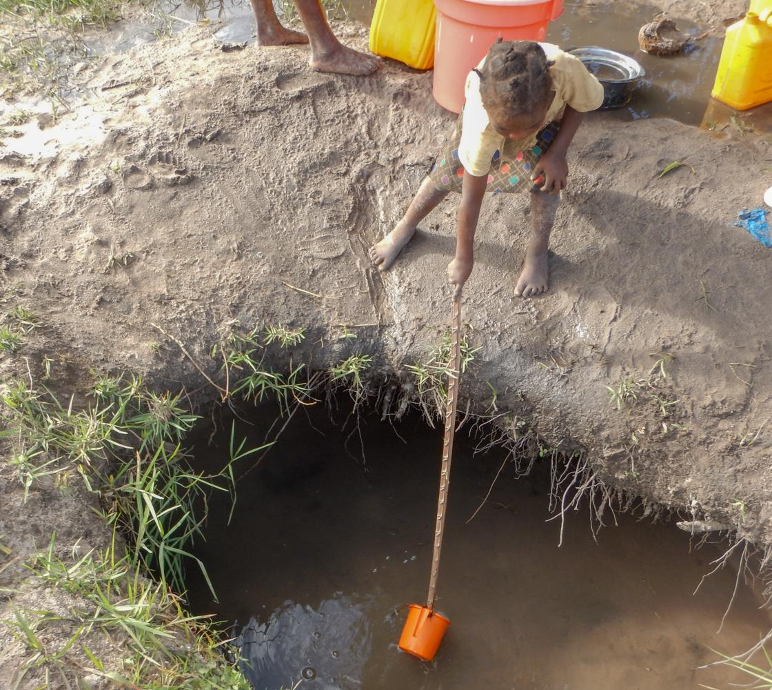 little girl heping mom fetch water-5707.jpg
