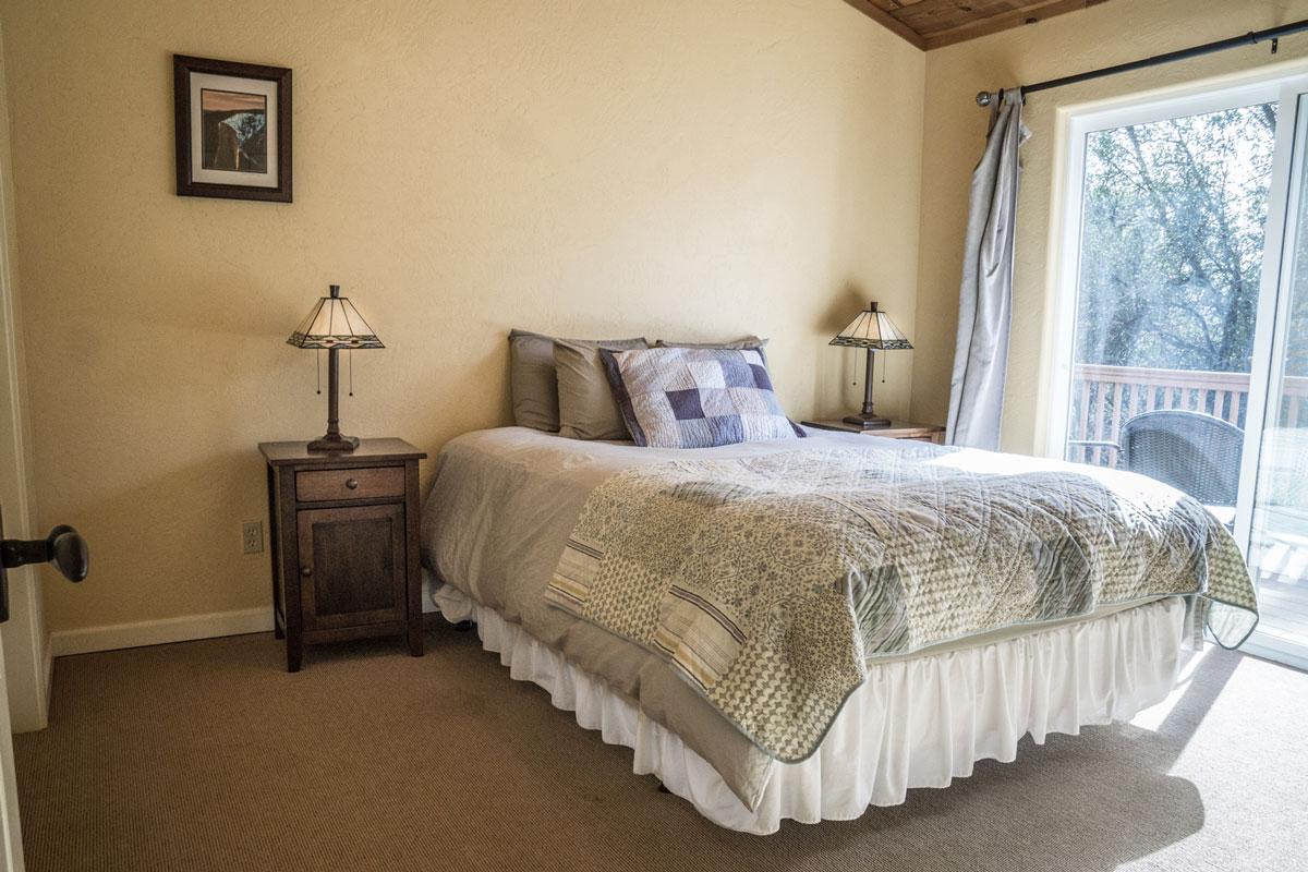 WisdomRetreat-bedroom-A6-14web.jpg