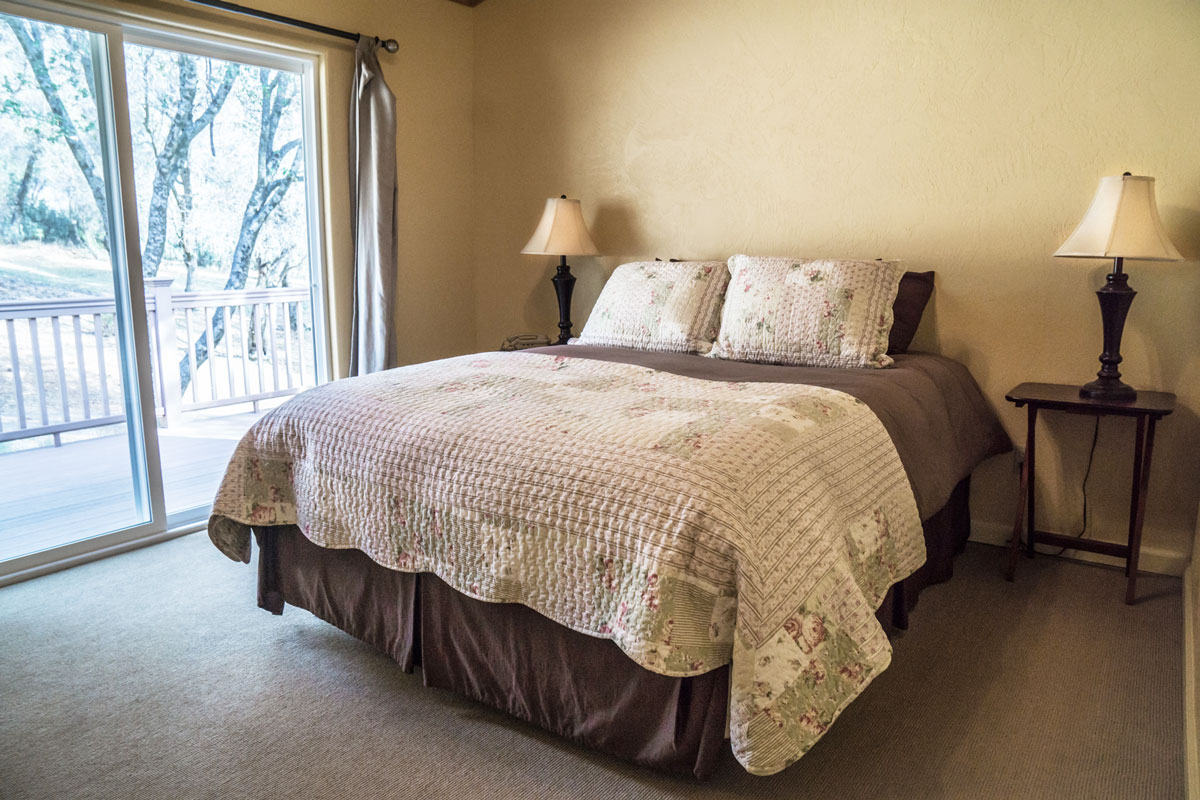 WisdomRetreat-bedroom-A6-15web.jpg