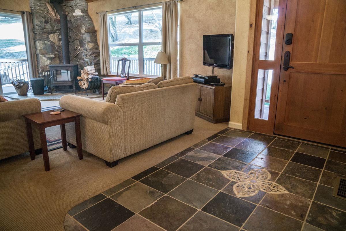 WisdomRetreat-livingroom-A6-10web.jpg