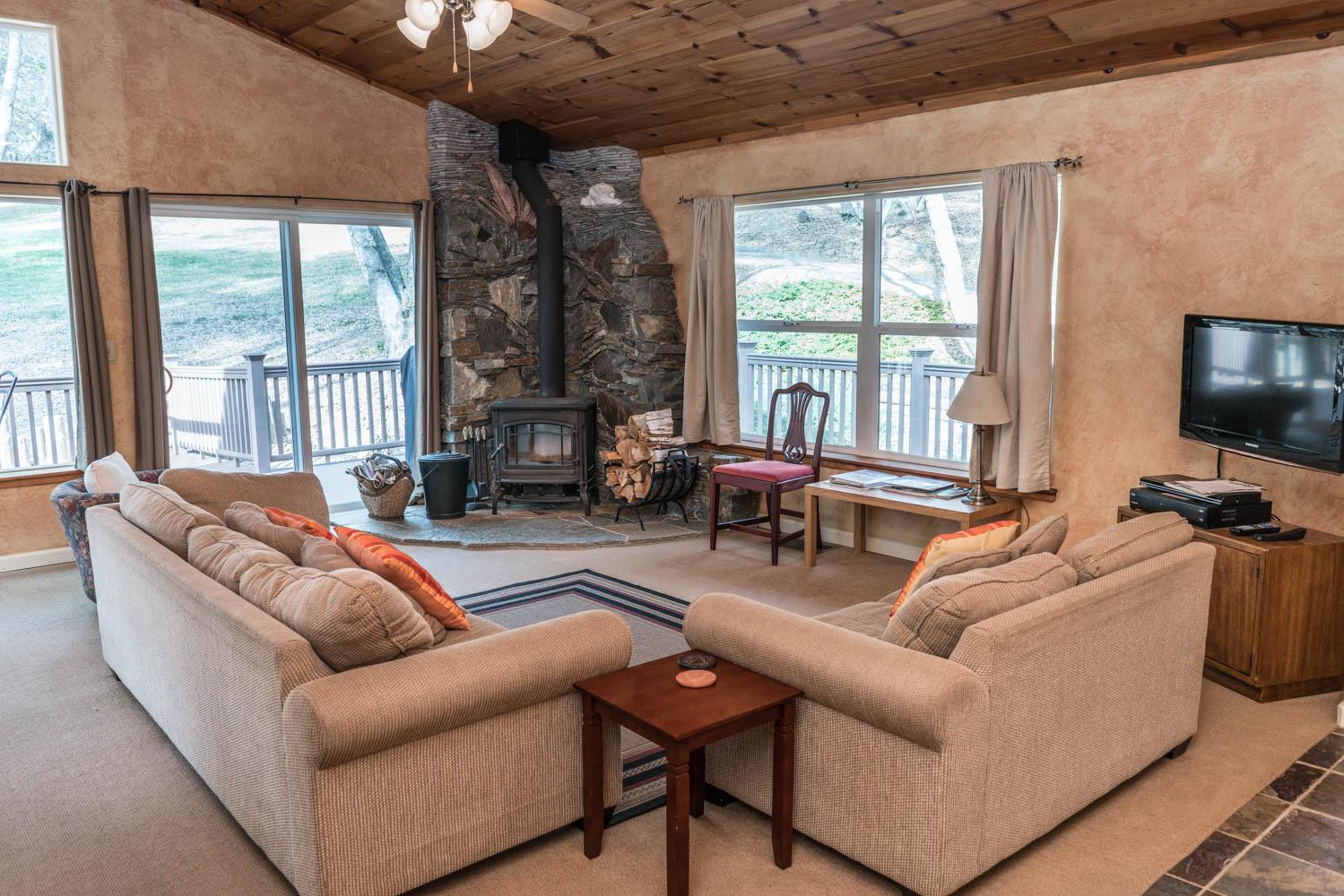 WisdomRetreat-livingroom-A7-5.jpg