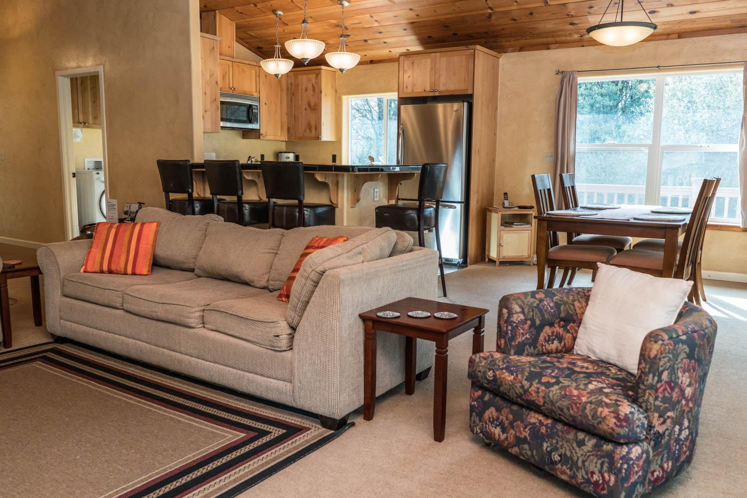 WisdomRetreat-livingroom-A7-8.jpg
