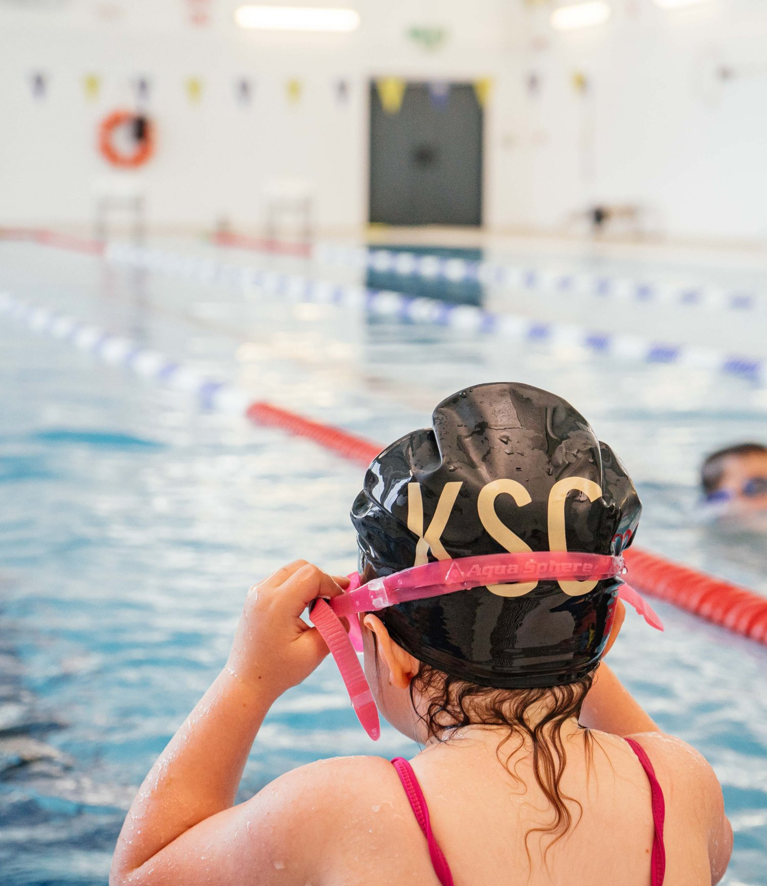 We offer intensive swim clinics in South West London for children aged 3 and over. - We love swimming and we love teaching swimming. We believe that, as well as being an essential life skill, swimming can be rewarding, therapeutic and of course fun!