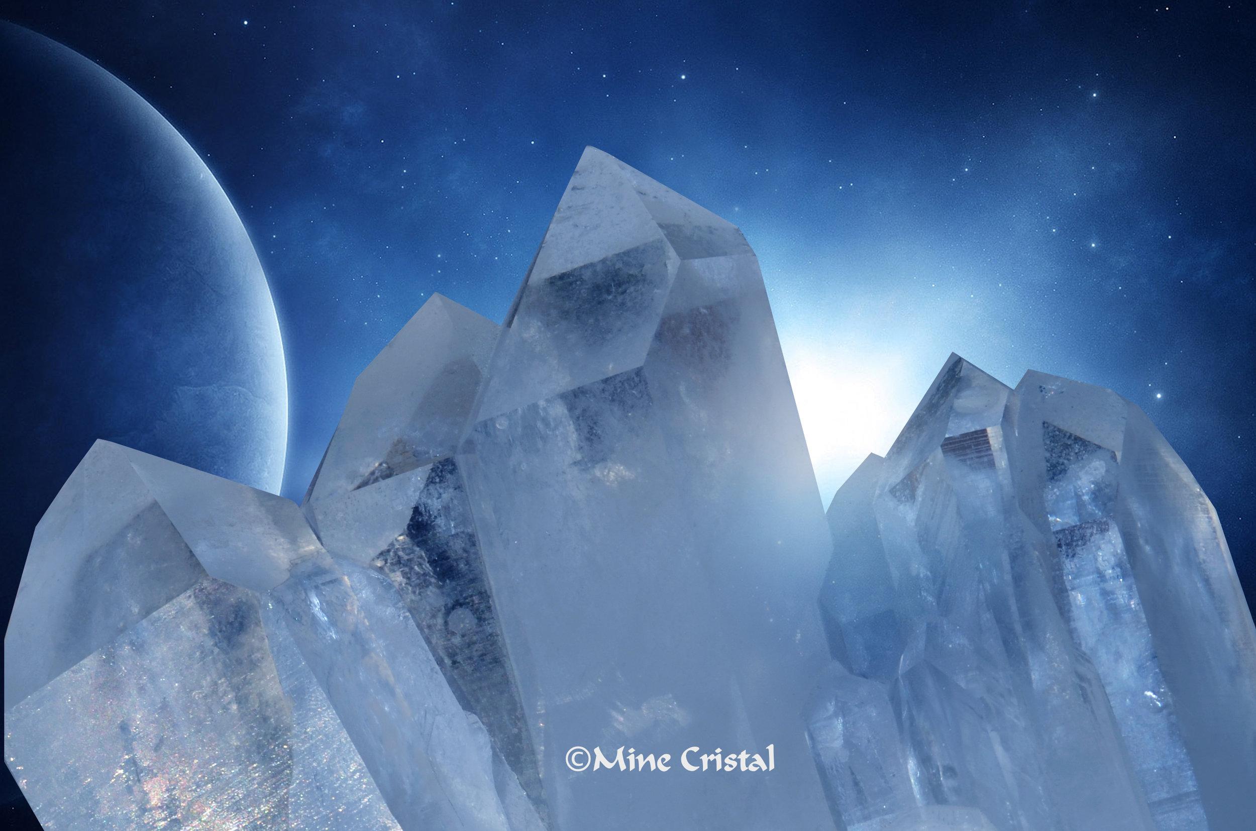 Selon les experts, la mine de cristal à Mine Cristal est un joyau géologique. C'est l'un des phénomènes naturels les plus importants du Canada en raison de ses gisements minéralogiques uniques et abondants. Une veine géante rare de quartz produisant des fruits merveilleux - des cristaux de quartz - ce site est connu pour être un puissant vortex d'énergie pure.