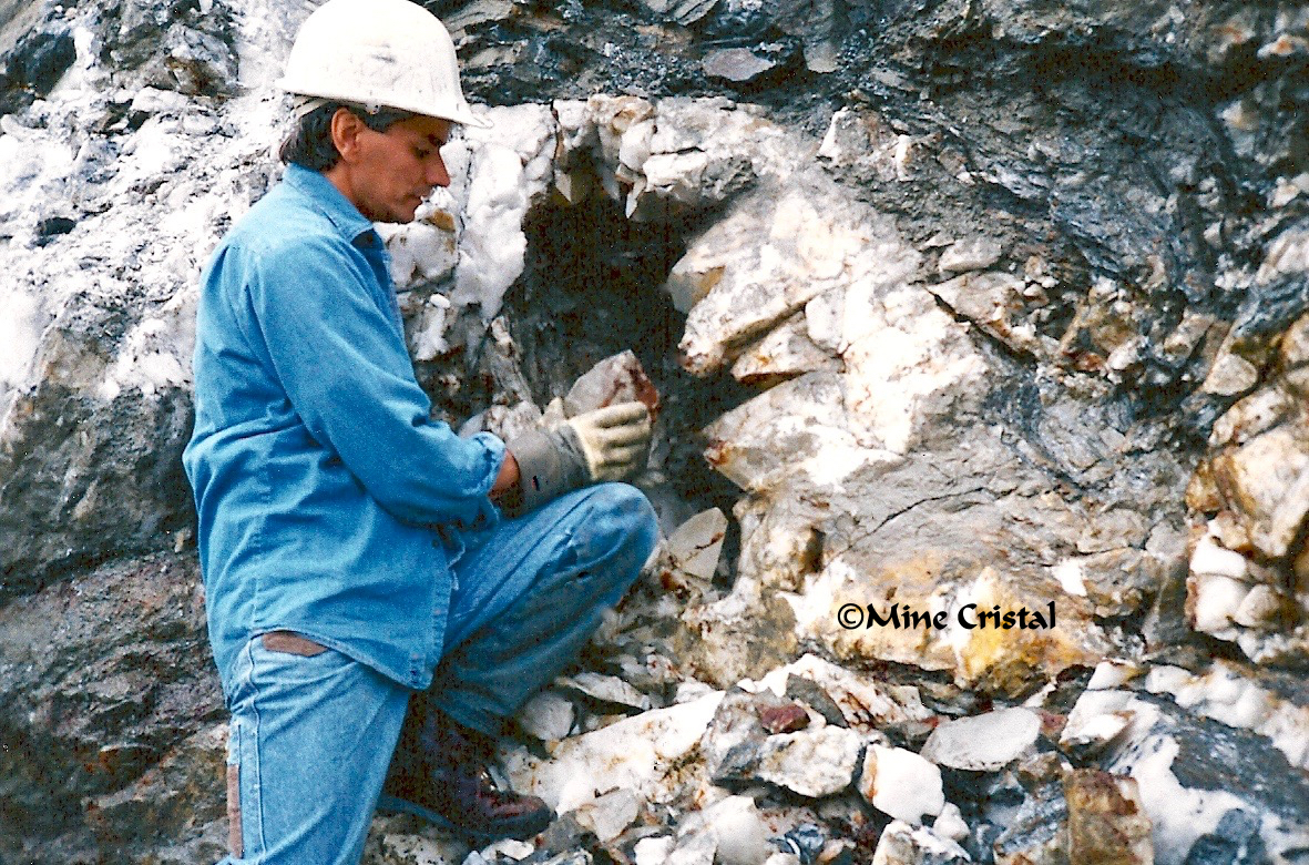 In 1989, the Normands founded Mine Cristal. In this unique crystal sanctuary, sparkling quartz crystals are delicately gathered by hand in our crystal mine, a 1 km-long giant vein of pure quartz.
