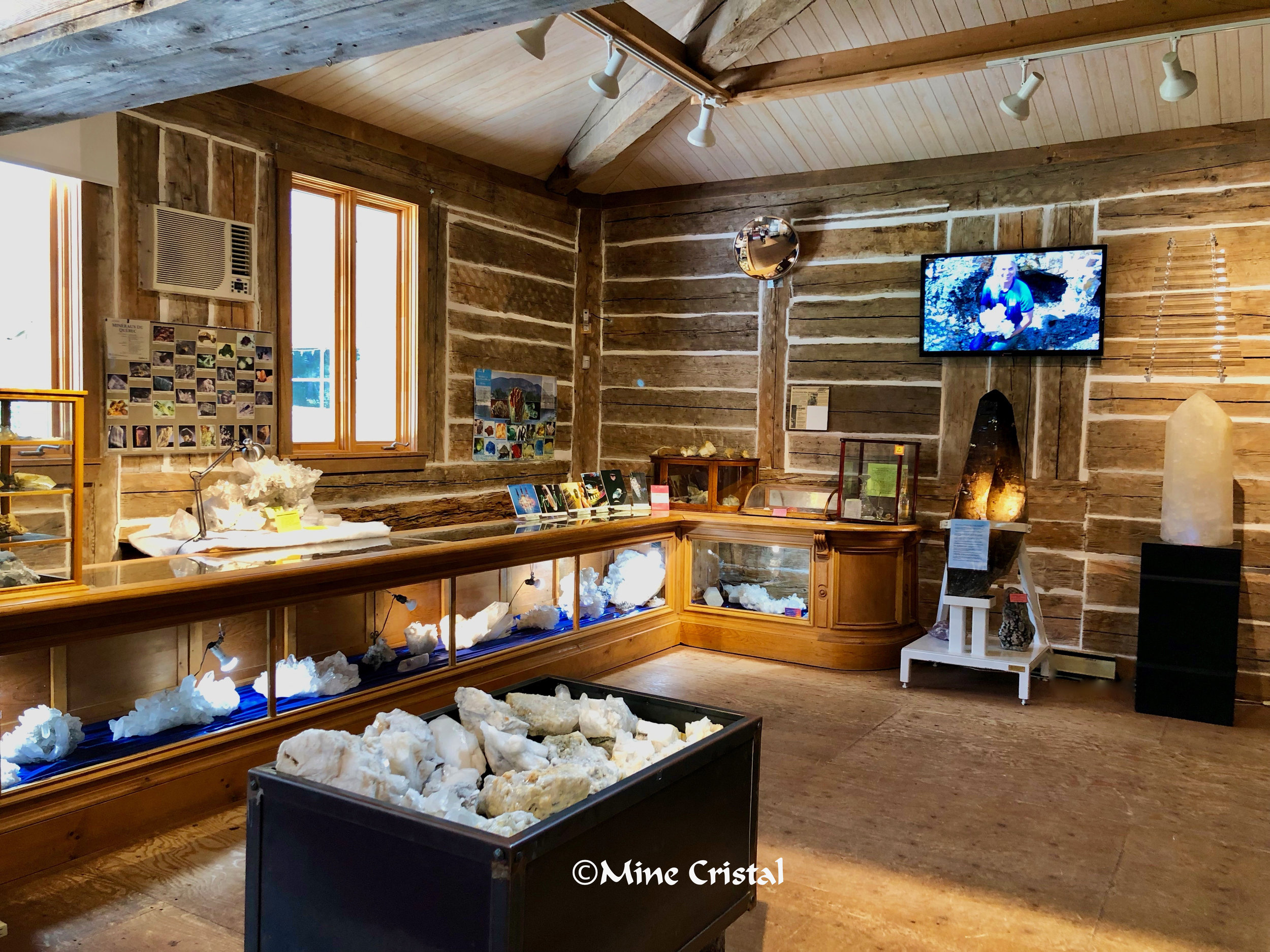 During crystal events you can visit the museum, where you will find beautiful crystals from our mine, extraordinary crystals from other countries and lots of information about our mine, including a video of how we harvest the crystals without using dynamite, by hand!