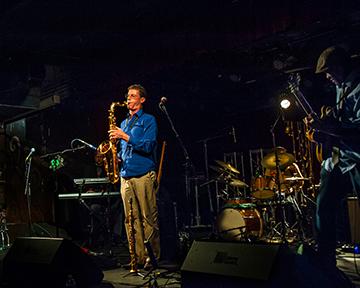 Mark Fox - Saxophones / Ngoni