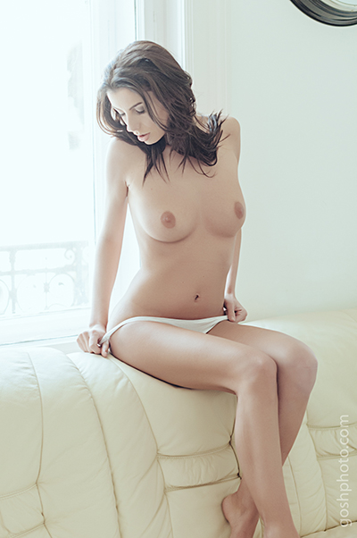OPE-Kate-SofaG22-web.jpg