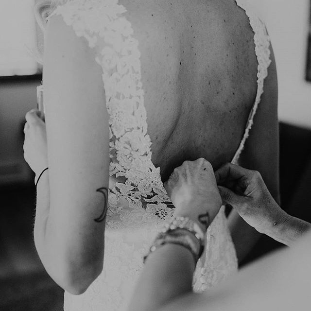 I love the getting ready part of a wedding day. Those nervous butterflies, everyone's emotions are running high, maybe a few mimosas and a relaxing morning with your girls.  It's pretty perfect :) . . . . #whistlerwedding #vancouverwedding #whistlerelopement #gettingready #vancouverengagement #vancouverelopement #vancouvercouple #vancouverlifestyle #engagementsession #banffwedding #banffelopement #jasperwedding #westvancouvercouple #northvancouverengagement #dirtybootsandmessyhair #loveandwildhearts