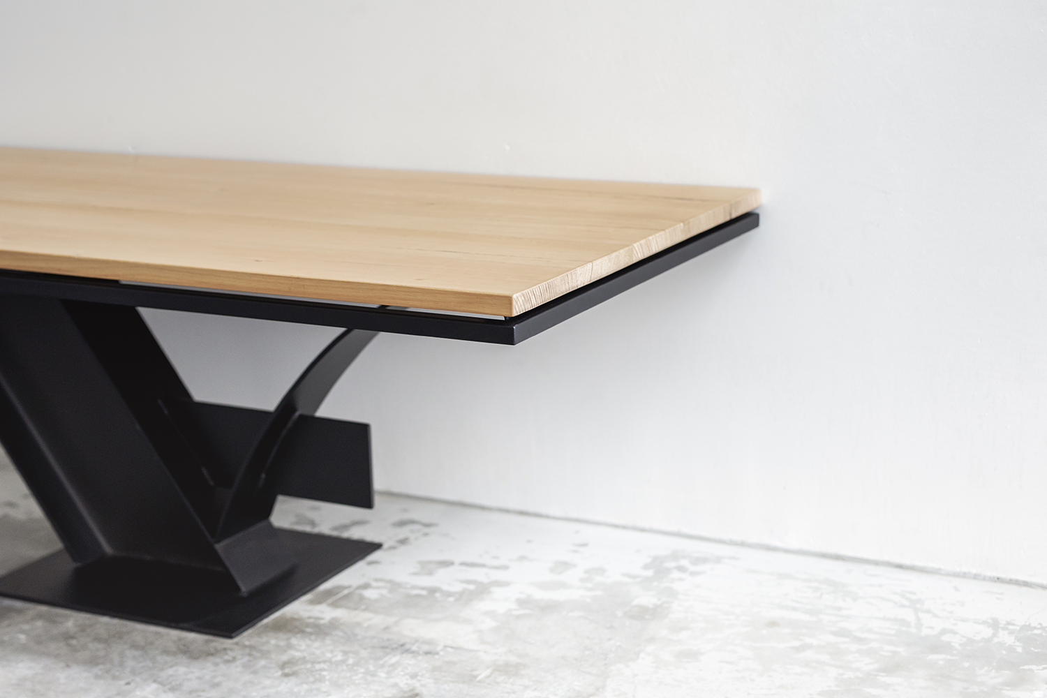 Samolaco Canter Levered Table