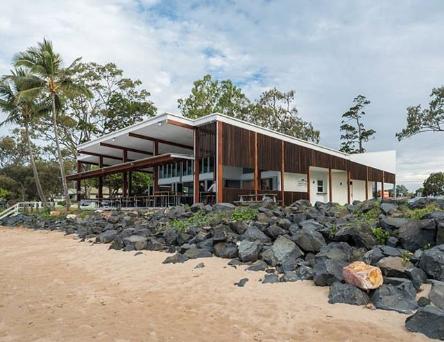 Enzo's on the Beach Hervey Bay. 📷 @longblackwave . . . . #enzosonthebeach #visitfrasercoast #herveybay #architect #architects #architecture #archdaily #architectseye #buildings #brisbane #construction #structure #AEC #instadaily #interior #interiordesign #architecturephotography