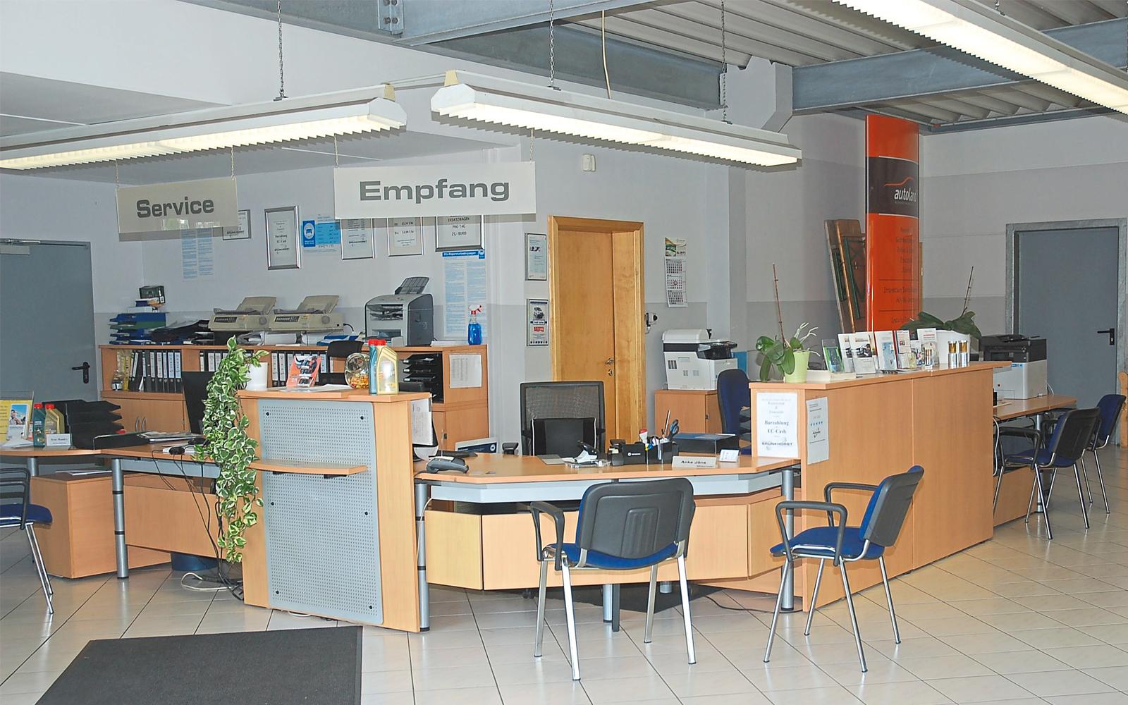 Empfangsbereich für Werkstatt und Verkauf.