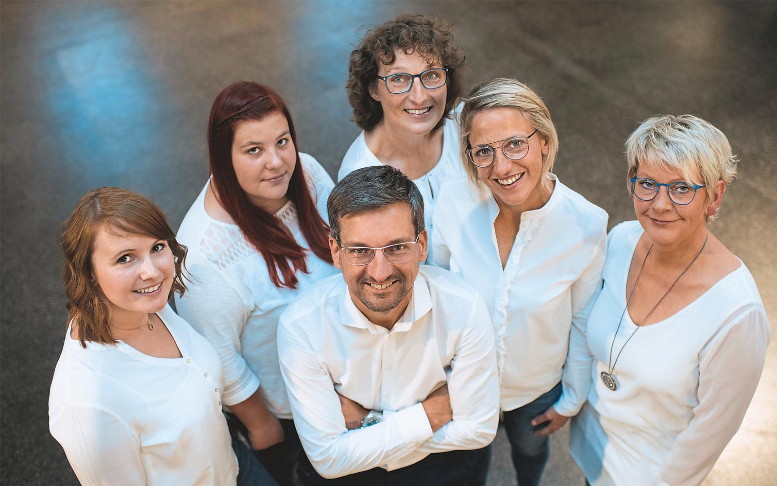 Olaf Hartmann mit seinen Mitarbeiter-innen Jacqueline Kerner, Inge Lange, Ursula Schulze, Sandra Heinze und Sabine Huchthausen (von links).