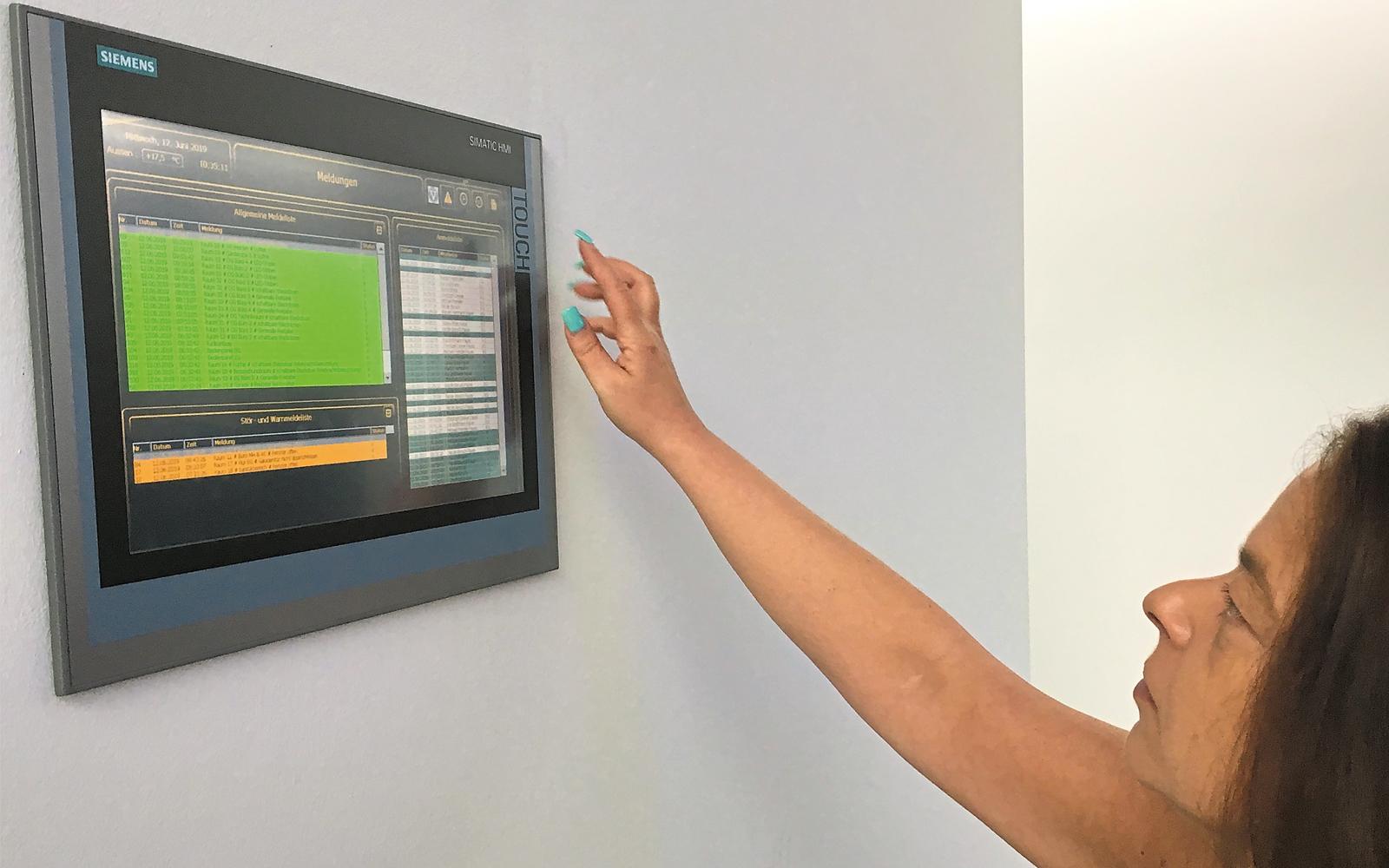 Anlagenbedienung mit Touchpanel.