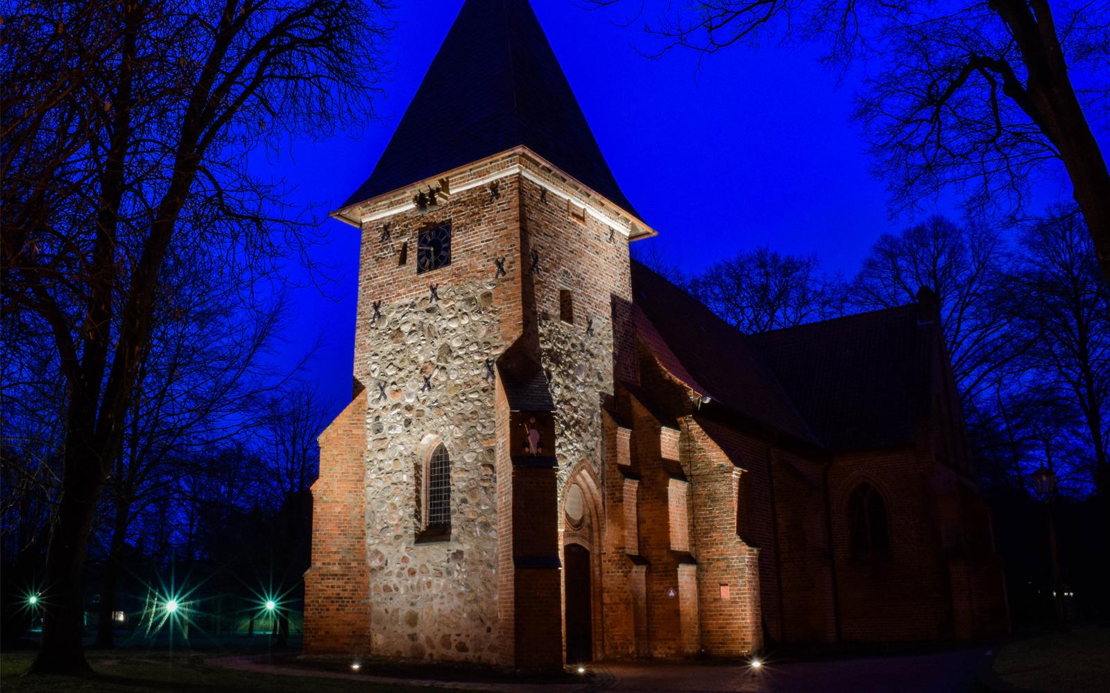 Moderne Lichttechnik für die Munsteraner St.-Urbani-Kirche.
