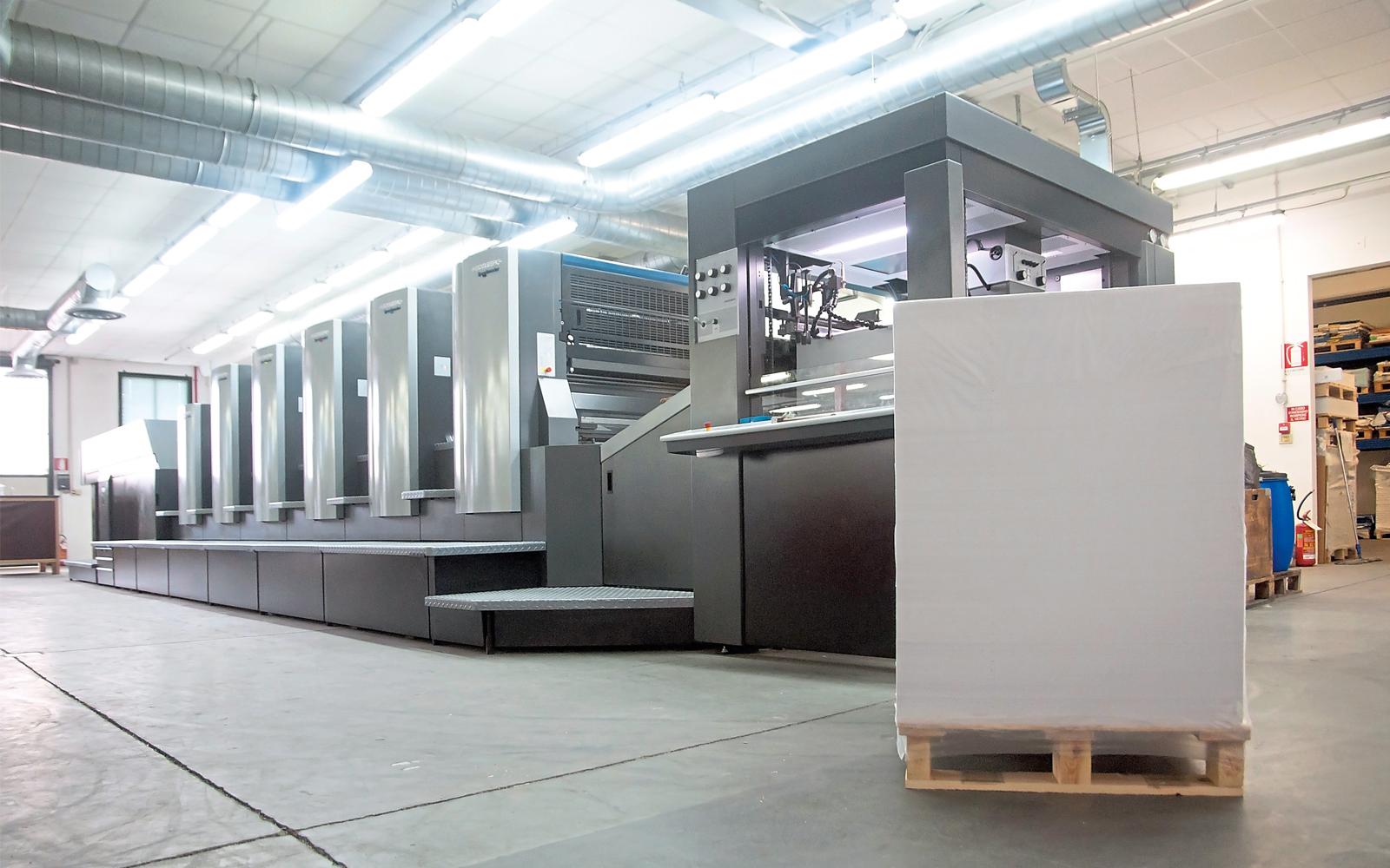 Serviceleistungen rund um Bogen-Offset-Maschinen für Kunden im In- und Ausland sind das Arbeitsfeld von Prografixx.