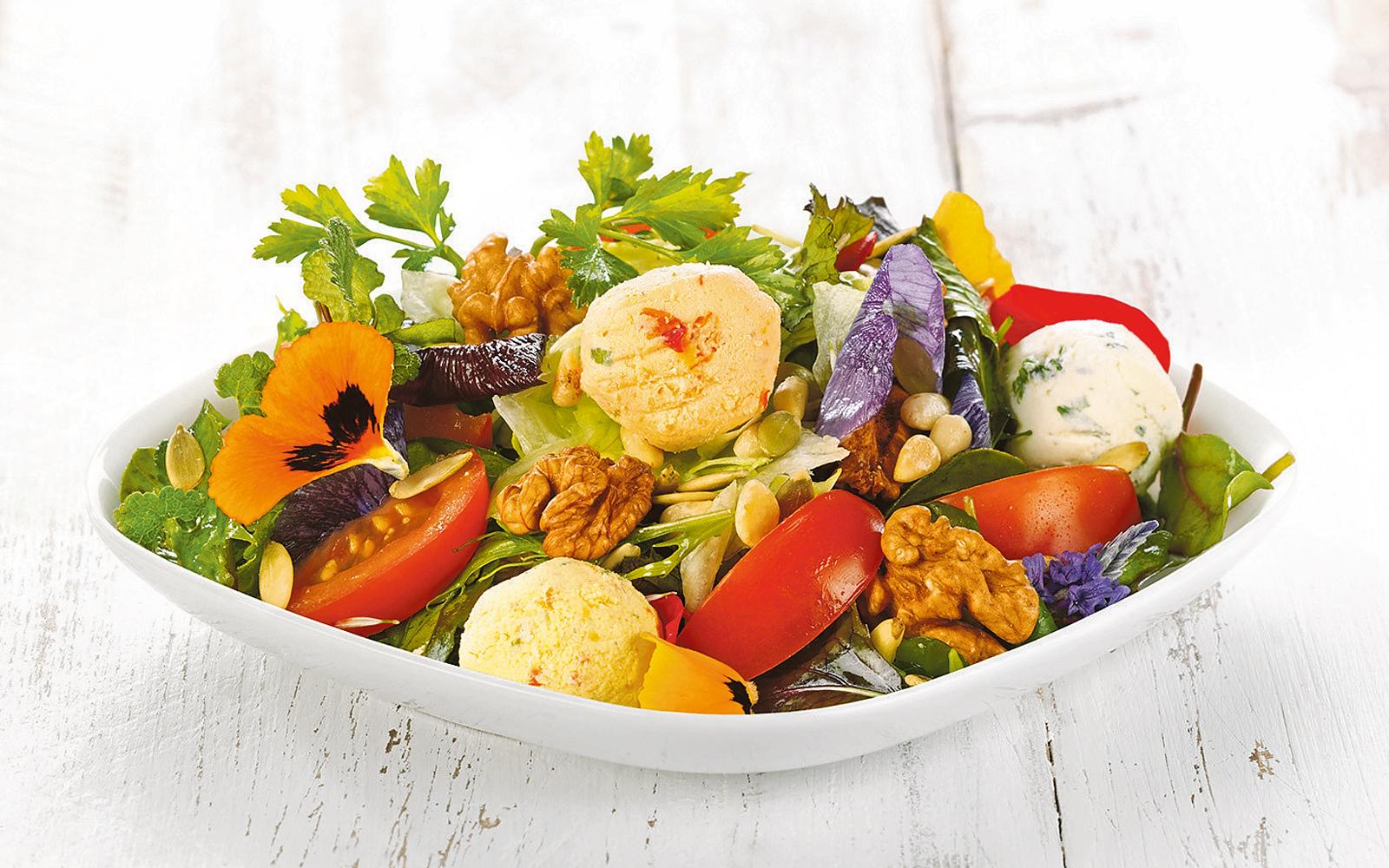 Appetitlich und gesund: Meyer Menü bietet täglich sieben verschiedene Gerichte zur Auswahl, von Hausmannskost über frische Salate bis zu internationaler Küche.