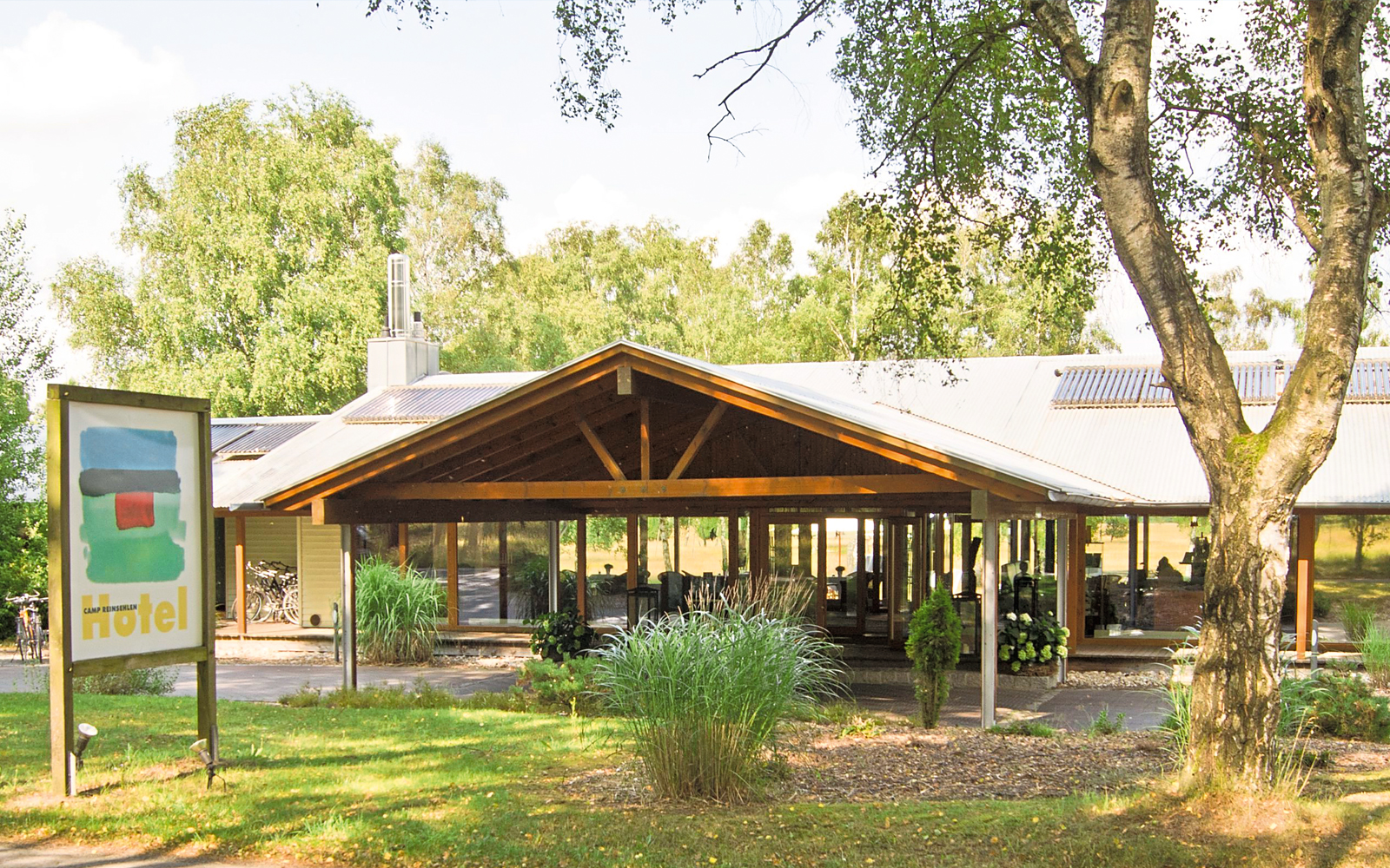 Eingebettet in die Natur, besticht das Hotel Camp Reinsehlen durch sein besonderes Konzept.