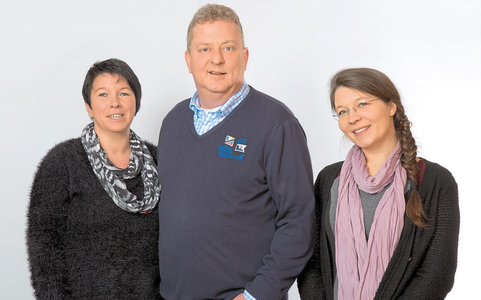 Hans-Jürgen Flammann mit seinen Mitarbeiterinnen Sylvana Held und Sabrina Springhorn.
