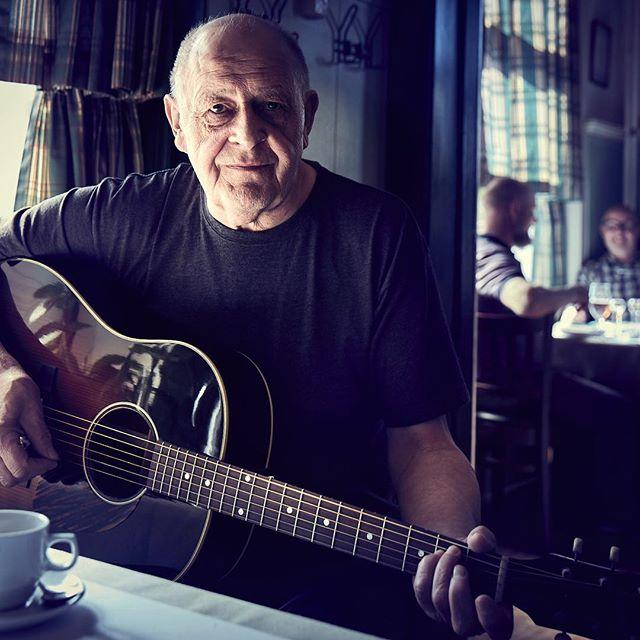Photographing Henning Staerk, master of americana and ballads at resturant Kohalen in Aarhus. We found the light, the mood and the shot. #whereisjesperwestley #portraitphotography #henningstærk #kohalen  #aarhus #photography #americana
