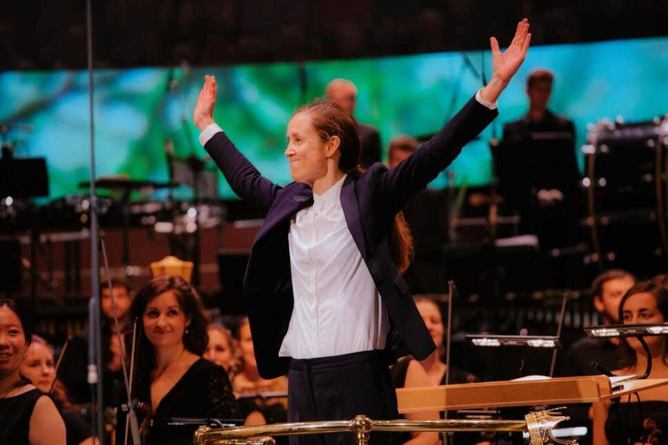 Conductor Jessica Cottis ( BBC Amzy Obr )