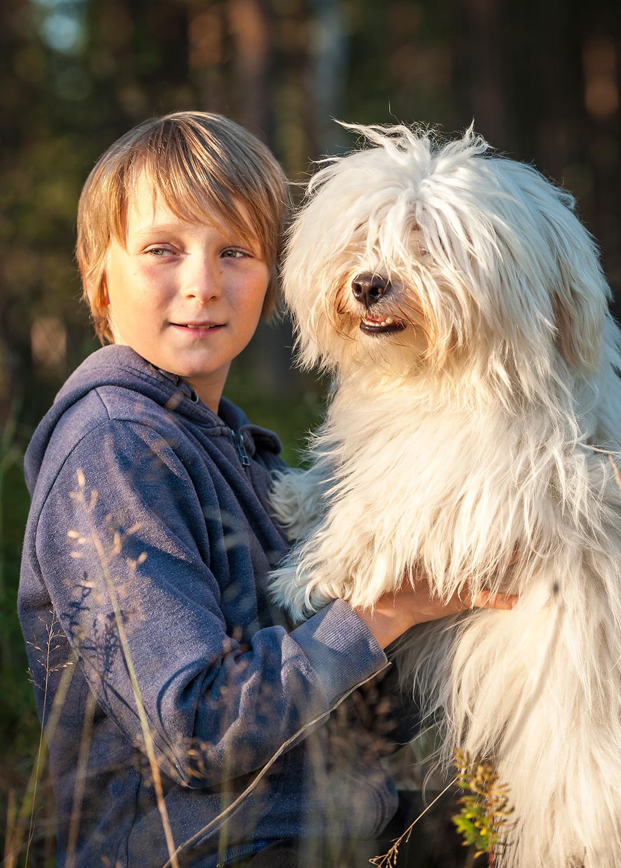 henkilopotretti-poika-ja-koira.jpg