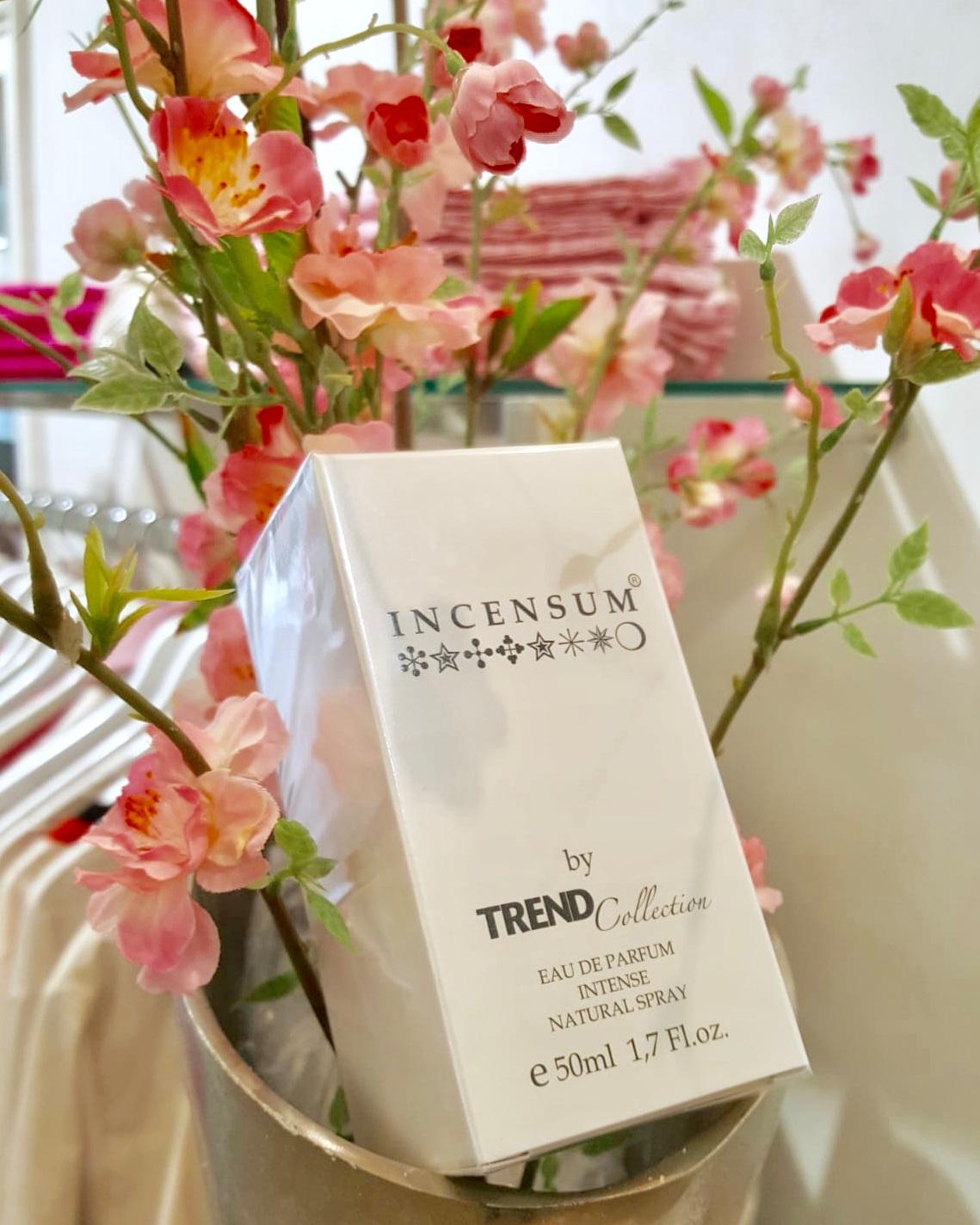INCENSUM - Ein weiteres Novum ist unser Parfum INCENSUM. Mit Leidenschaft und Liebe haben wir diesen geheimnisvollen und sinnlichen Duft kreiert, der Ihr modisches Lebensgefühl perfektioniert. INCENSUM ist exklusiv in unseren Geschäften oder auch online bei uns erhältlich.