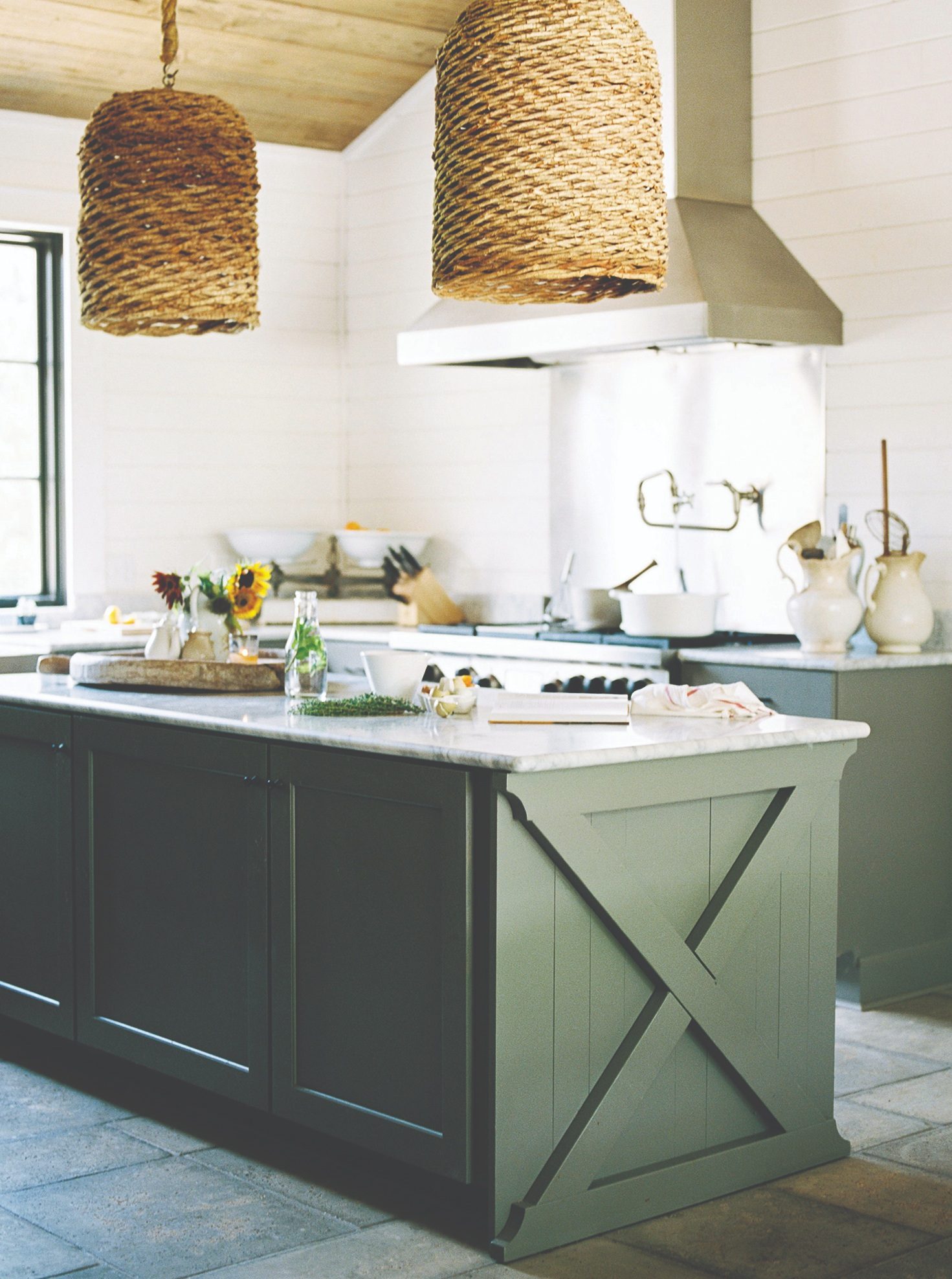When & where? - The workshop will take place on Wednesday, October 16, 2019 at Bloomsbury Farm in Smyrna, Tennessee. The workshop activities will go from 9am to 5pm. We'll be shooting in this beautiful kitchen and on the grounds of the farm!