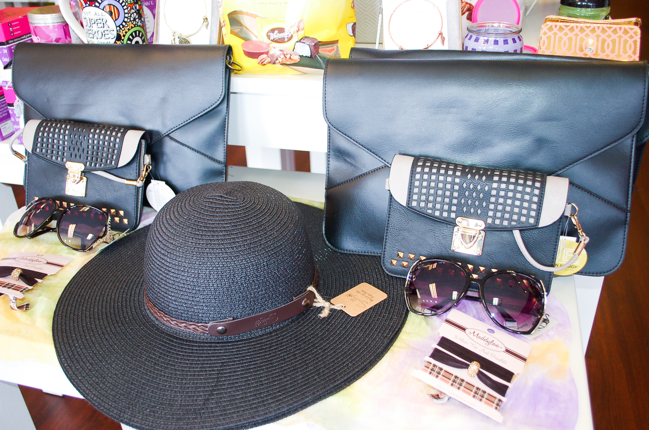 Fabulous Fashion - JewelryHandbagsScarvesApparelAccessories