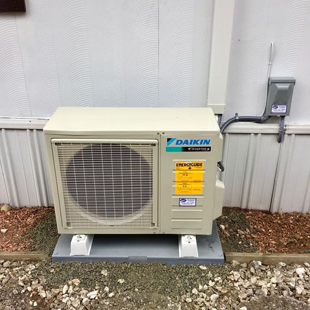 ☀️ Hey Friends! Check out this outstanding install by our amazing team for a happy customer in Sumner! Please call Mercurio's Heating & Air Conditioning for all of your heating, cooling, and electrical needs at 253-566-8974. We are here to help. #mercurios #tacoma #fircrest #gigharbor #lakewood #federalway #bremerton #olympia #puyallup #sumner #edgewood #northeasttacoma #auburn #heating #cooling #beattheheat