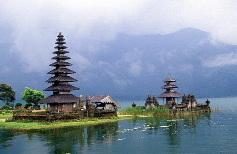 Top-Ten-Beautiful-Temples-Tourist-Attraction-on-Bali-Island.jpg