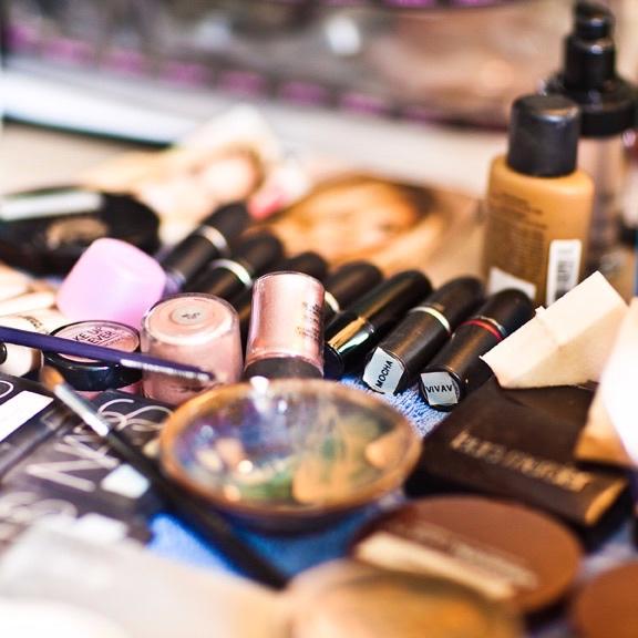 Makeup building kit services