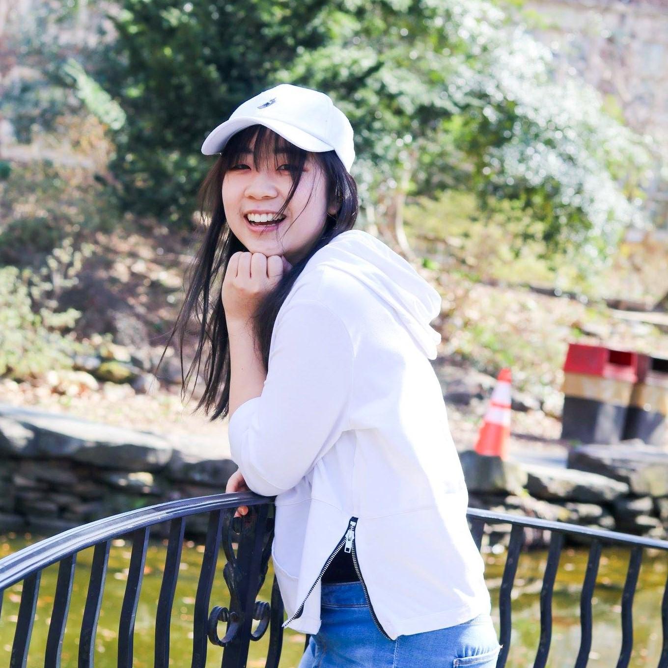 Gloria Zhu   Junior | Marketing | VP External