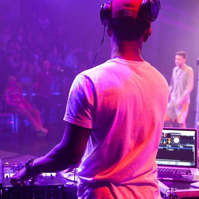 @letsammyspin blessing TCU's campus.🔥 . . . . . . . . . . #TexasChistianUniversity #producer #beatmaker #asapbeatleague #beatbattle #hiphopmusic #competition #musicindustry #beats #musicproduction #beatmakers #artistdevelopment #producerlife #flstudio #instrumental #beatstars #logic #akai #machinemasters #brand #trapmusic #producergrind #musicartist #dallasproducers #dallasbeats #deepellum #producers #musicproducer #beatbattle #letsammyspin
