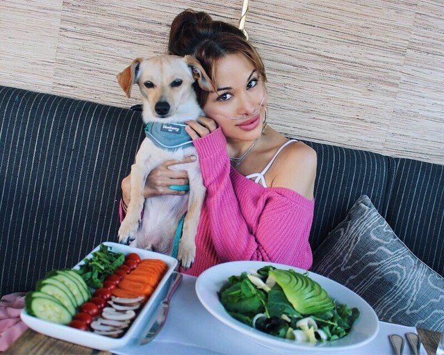 Best dinner date ever! 🤗 Swipe left for more @razztberry . . . #singerlife #singer #ising #iwrite #iwritesongs #singersongwriters #losangelesartist #lamusic #lamusicscene #cleanliving #cleanlivinglifestyle #cleaneatingdiet #organiclife #organicliving #pulmonaryhypertension #pulmonaryhypertensionawareness #sundayvibes #puppy🐶 #puppyfun #dogsofinstagram #dogs #doggystyles #puppylove