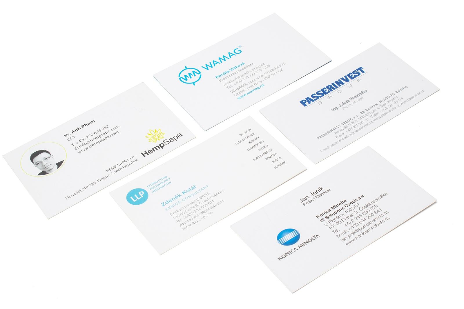 Běžné vizitky - Kvalitní vizitky tiskneme nejlepší digitální technologií HP Indigo, která je cenové nejvhodnější také pro tisk více druhů najednou. Standardní vizitky vyrábíme v nejvyšší možné gramáži 350g/m2 na matný, nebo lesklý křídový papír.