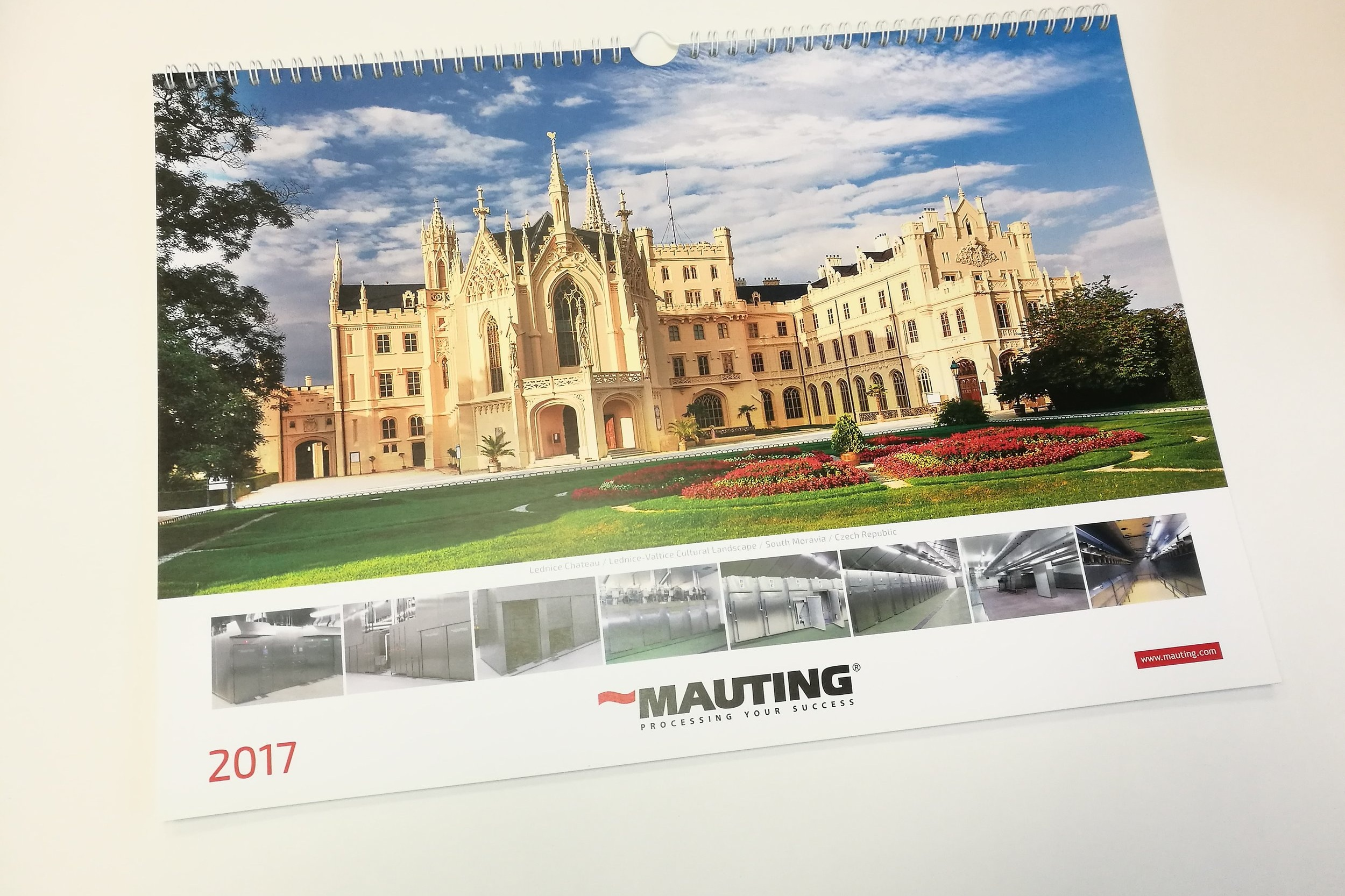FIREMNÍ KALENDÁŘE - Tiskneme nástěnné i stolní firemní kalendáře. Běžně tiskneme jen 50 až 500 kusů.